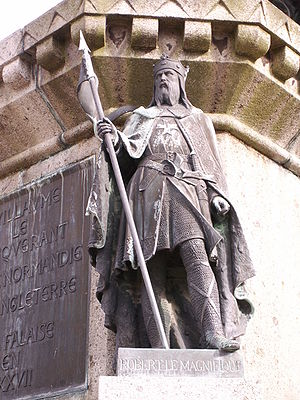 Robert magnificent statue in falaise.JPG