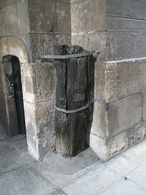 St Magnus-the-Martyr - Piling from the Roman river wall dating to about AD 75