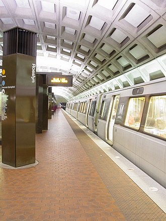 Rosslyn station - Image: Rosslyn with Rohr train