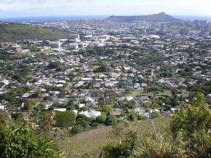 Tantalus-Round Top Road - Image: Round Top Dr overlooking UH Manoa