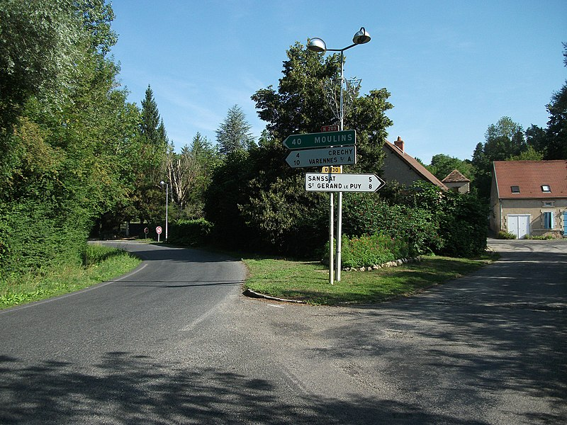 Roads towards Moulins (national road 209) and Sanssat (departmental road 130) in Billy [8572]