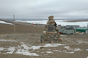 Sachs Harbour - Image: Sachs Harbour cairn and community 02