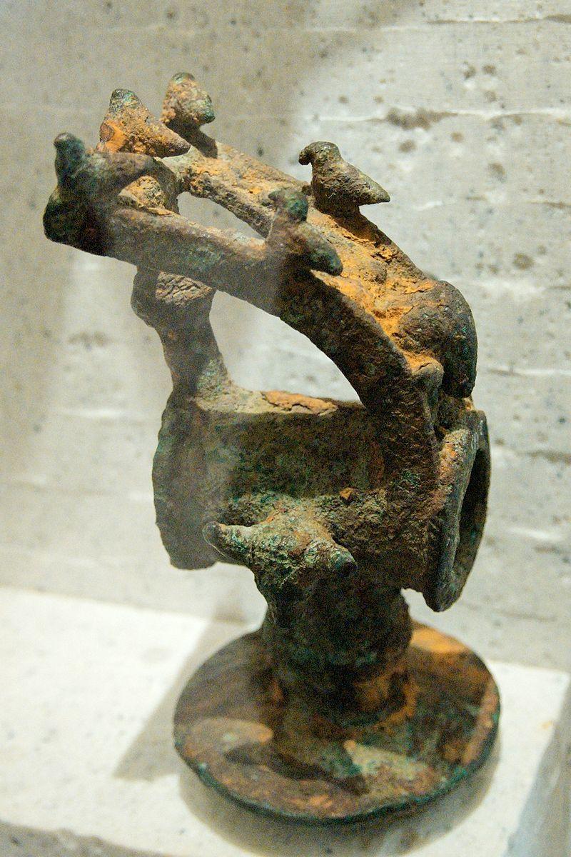 Sacrificial hammer Dodona Louvre Br1183 n2.jpg
