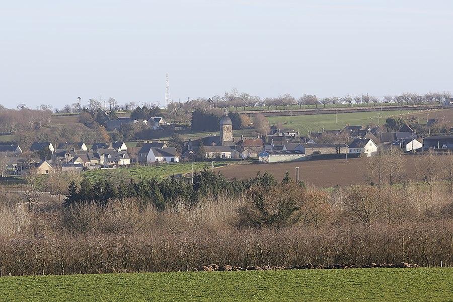 Le village de Saint-Aubin-de-Terregatte vue de l'Autoroute A84.