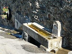 Abreuvoir - Fontaine-abreuvoir à Saint-Aventin, Haute-Garonne, France.