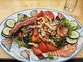 Salatteller mit Hähnchenbruststreifen, Speck und Scampi 2.jpg