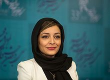 https://upload.wikimedia.org/wikipedia/commons/thumb/2/21/Sareh_Bayat_1.jpg/220px-Sareh_Bayat_1.jpg