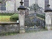 Schmiedeeisernes Tor an einer Kirche in Mettmann - panoramio.jpg