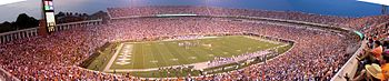 Description de l'image Scott Stadium panorama 2003.jpg.