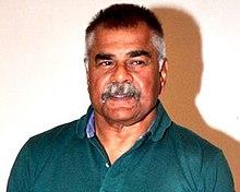 Sharat Saxena, který hraje Kichaku v telenovele Mahabharat (1988)