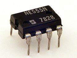 250px-Signetics_NE555N.JPG