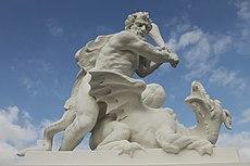 Skulptur am Schloßpark - panoramio.jpg