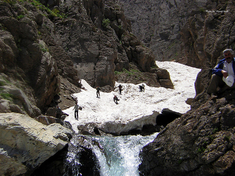 پرونده:Snowy Tunnel Of Azna تونل برفی ازنا.jpg
