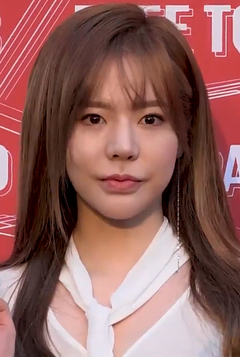 Sunny at Budweiser Project B Party on April 2018 01.png
