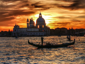 威尼斯: Sunset gondola Basilica Della Salute
