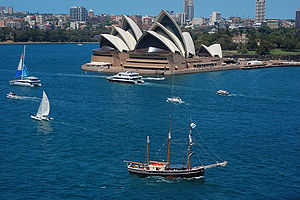 English: Sydney Opera House with a tall ship i...