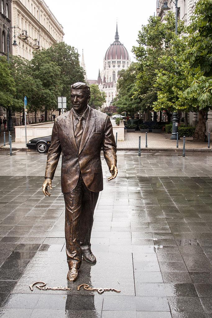 file szabads u00e1g square  statue of ronald reagan jpg