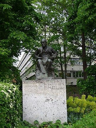 Oscar Nemon - Image: Tavistock and Freud statue