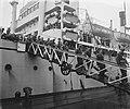 Te Amsterdam arriveert het schip Groote Beer met militairen uit Indië, Bestanddeelnr 902-7655.jpg