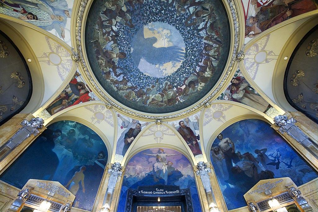 A l'intérieur de la Maison Municipale à Prague : Plafond peint par Alfons Mucha - © Jorge Royan / http://www.royan.com.ar / CC BY-SA 3.0