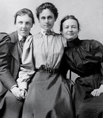 Theodate Pope Riddle - Theodate Pope, Alice Hamilton, and a student believed to be Agnes Hamilton, 1888. Courtesy of Miss Porter's School.