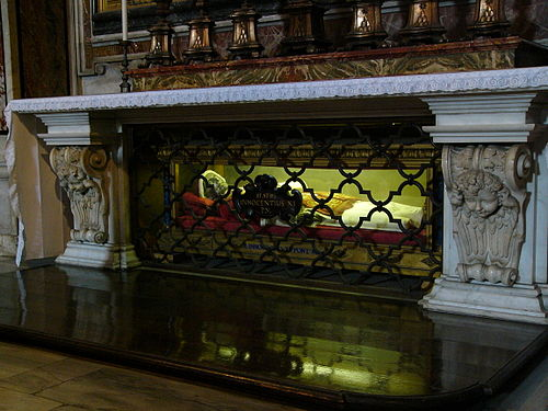 The body of Innocent XI in its former location at St Sebastian Chapel in St Peter's Basilica Tomb of Innocentius XI in the Chapel of St. Sebastian of Saint Peter's Basilica.jpg