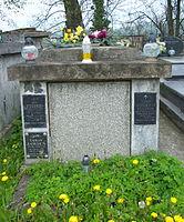 Tomb of Kędzierski family at Central Cemetery in Sanok (Matejki part) 1.jpg