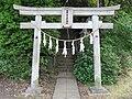 Torii of Oomatono Tsunoten Shinto Shrine in Inagi taken in May 2009.jpg