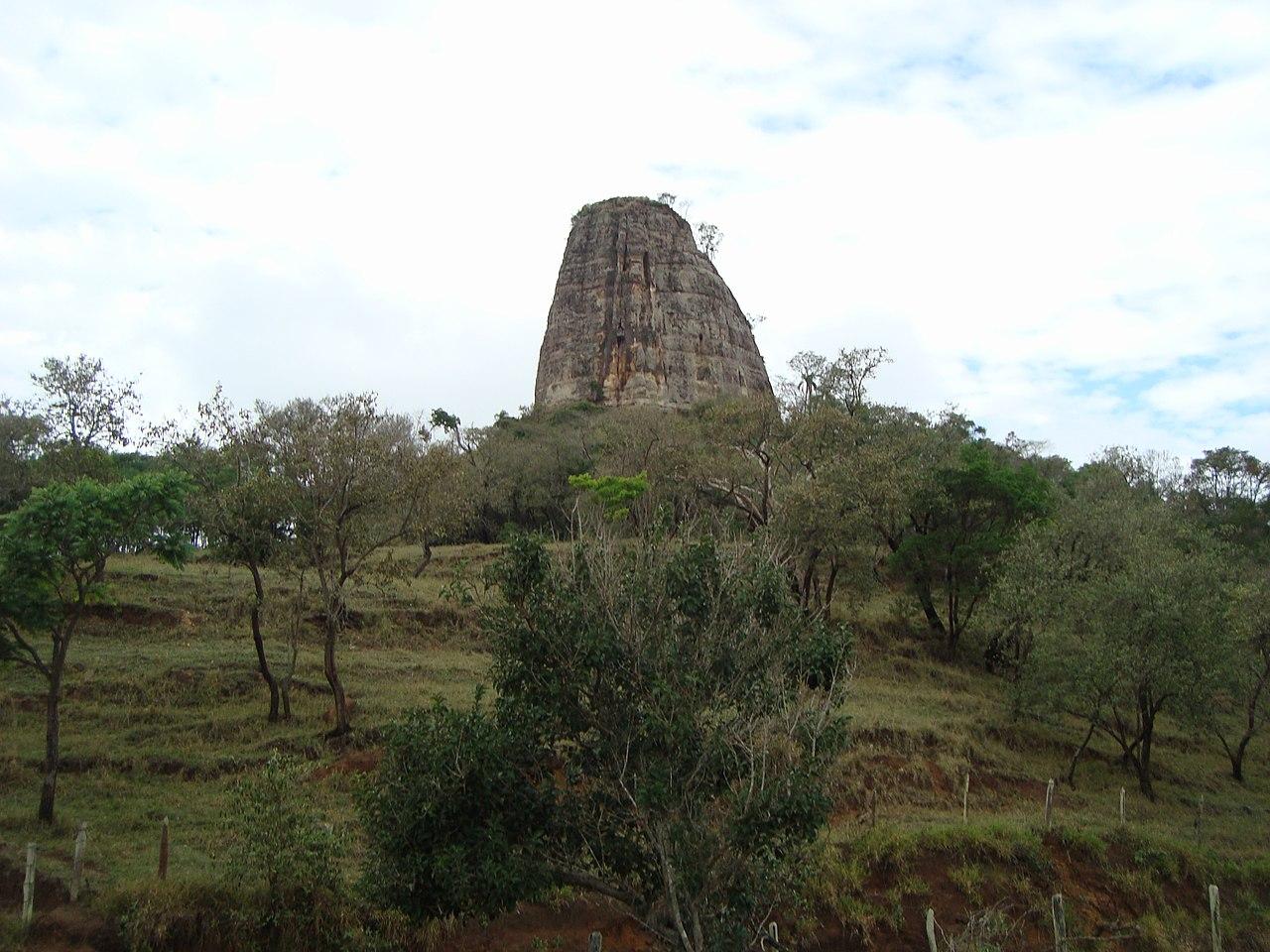 Torre de Pedra São Paulo fonte: upload.wikimedia.org