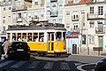 Tramway place Grâce Lisbonne 1.jpg