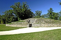 Tumulus Bougon.jpg