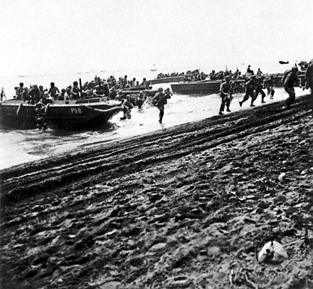 U.S. Marines debark from LCP(L)s onto Guadalcanal on August 7, 1942. GuadLandingsLunga.jpg