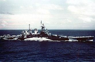 USS North Carolina (BB-55) - Image: USS North Carolina (BB 55) underway in the Gilbert islands, November 1943