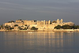 270px-Udaipur%2C_City_Palace_and_Fateh_Prakash_Palace_Hotel