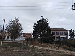 Ukr Zap Raynivka Monument and Church (SU-HS).jpg