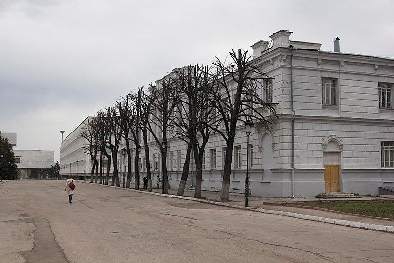 File:Ulyanovsk-22-april-2012-building.jpg