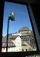 Universitätsbibliothek in Freiburg, Fensterputzer bei der Arbeit.jpg