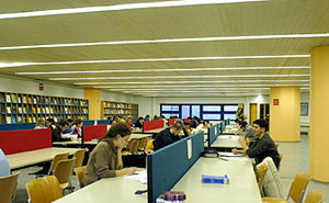 English: university of Piraeus library study room