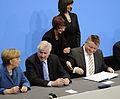 Unterzeichnung des Koalitionsvertrages der 18. Wahlperiode des Bundestages (Martin Rulsch) 097.jpg