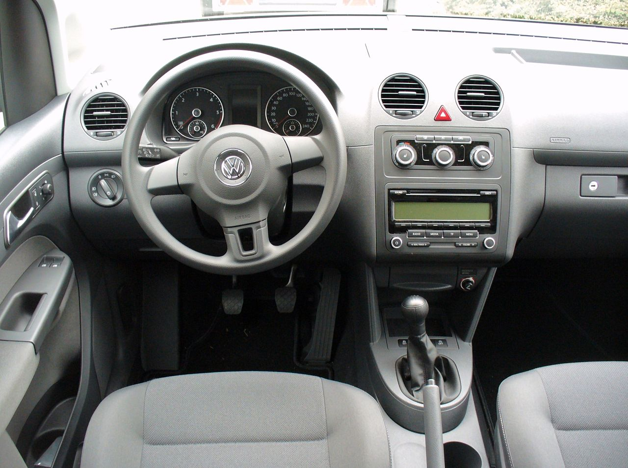 file vw caddy facelift 1 6 tdi bluemotion interieur jpg wikimedia commons. Black Bedroom Furniture Sets. Home Design Ideas