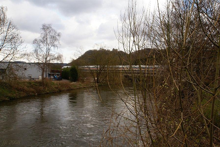 Vaux-sous-Chèvremont (Belgium) The river Vesdr, Railway Bridge in Hauster with German ICE train crossing El riu Vesdre, el pont ferroviari d'Hauster amb tren alemany ICE La Vesdre, le pont du chemin de fer de la ligne 37 avec un train allemand ICE De Vesder, de spoorwegbrug van Hauster (lijn 37) met Duitse ICE-trein