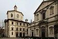 Veduta della chiesa di San Bernardino alle Ossa, Milano. A destra la facciata di Santo Stefano.jpg