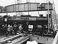 Verscheping van locomotieven naar Indonesie, Bestanddeelnr 904-7239.jpg