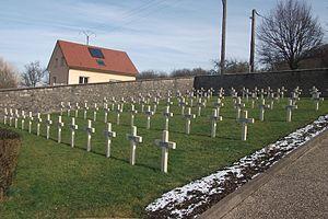 Vesoul Tombes chrétiennes du cimetière militaire de Navenne 3.jpg