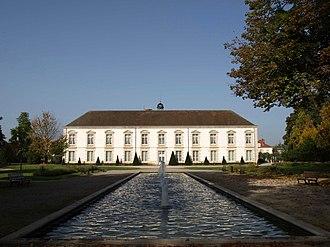 Vitry-le-François - Image: Vitry Parc de l'hôtel de ville (16)