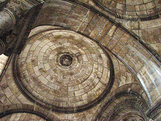 Neo-Byzantine vaults in portal of the Basilique du Sacre-Coeur, Paris, France Vnejsiklenutisacrecoeur.jpg