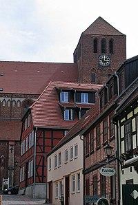 Blick durch die Schulstraße zur Georgenkirche