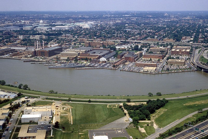 File:Washington Navy Yard aerial view 1985.jpg
