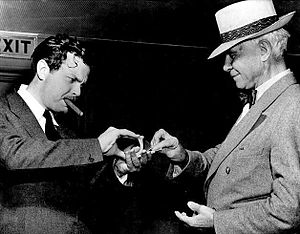Card manipulation - Orson Welles performs a card trick for Carl Sandburg (August 1942)