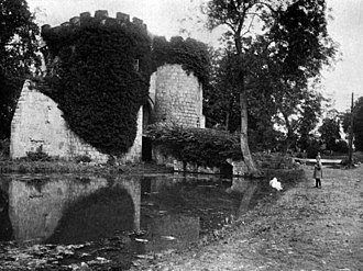 Whittington Castle - This photograph of Whittington Castle before its recent renovation was published in Thos D. Murphy's work In Unfamiliar England (1910).